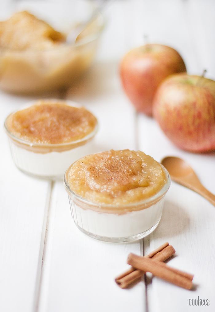 cookeez compote de pommes cannelle sur lit de fromage blanc. Black Bedroom Furniture Sets. Home Design Ideas